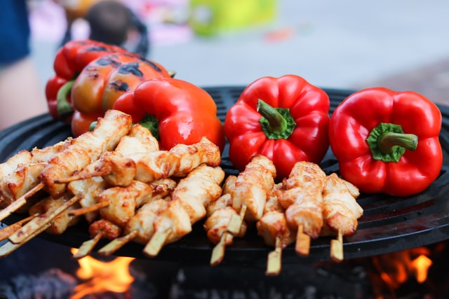 Saté met paprika op barbecue